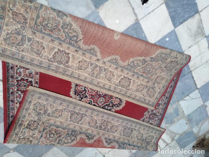 Antigüedades: Gran alfombra 225x150 aprox. besamano virgen capilla semana santa cultos cofradia iglesia - Foto 5 - 194193201