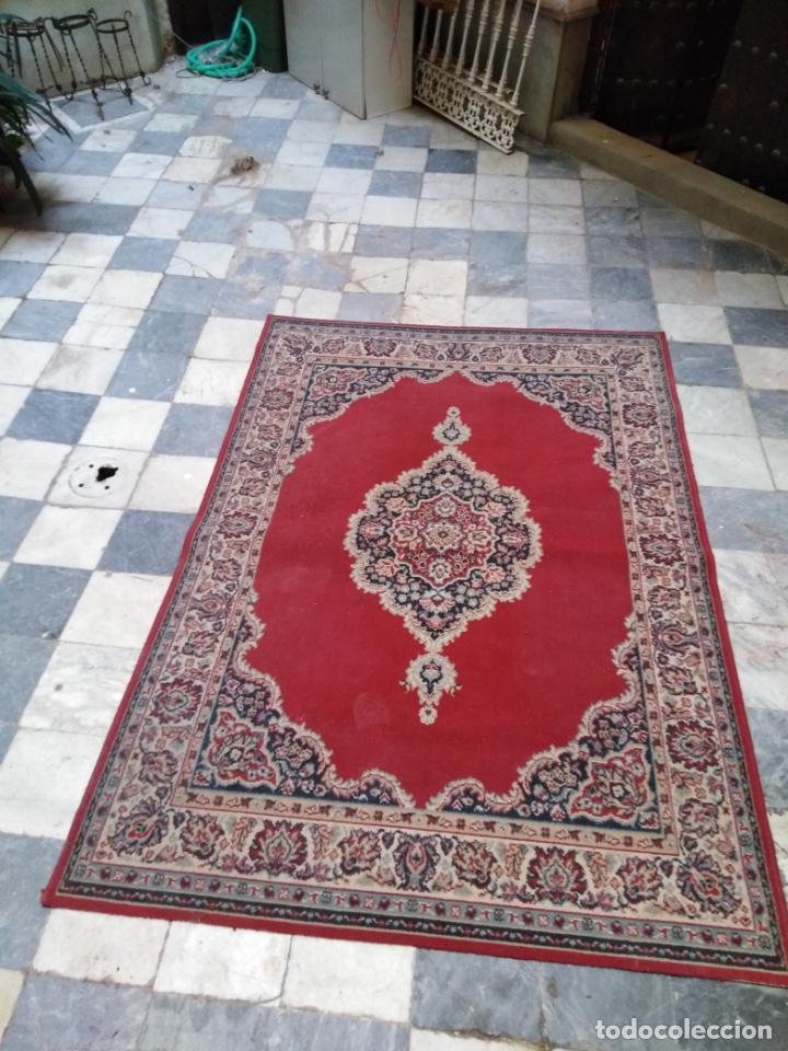 Antigüedades: Gran alfombra 225x150 aprox. besamano virgen capilla semana santa cultos cofradia iglesia - Foto 6 - 194193201