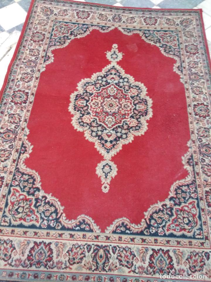 Antigüedades: Gran alfombra 225x150 aprox. besamano virgen capilla semana santa cultos cofradia iglesia - Foto 7 - 194193201