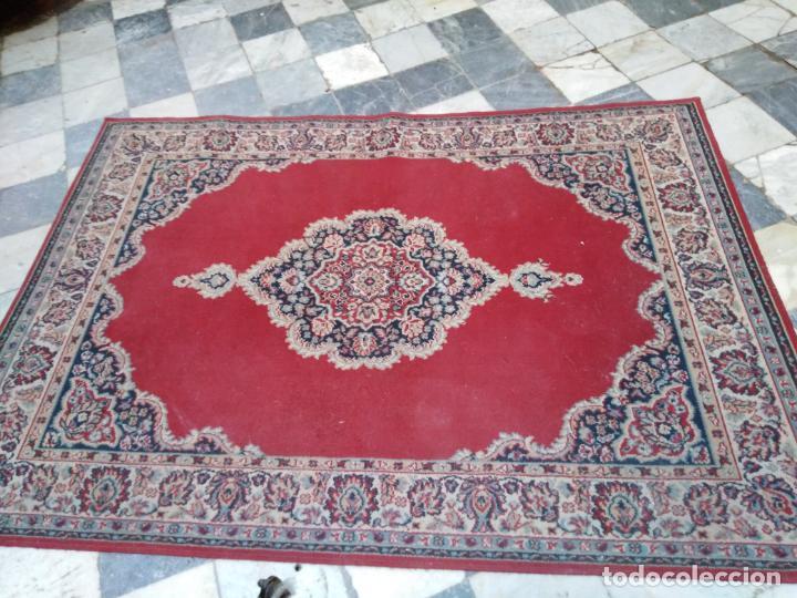 Antigüedades: Gran alfombra 225x150 aprox. besamano virgen capilla semana santa cultos cofradia iglesia - Foto 8 - 194193201