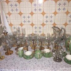 Antigüedades: CRISTALERÍA CON JARRA, VINATERA 18 COPAS Y JUEGO DE CAFE CERAMICA. Lote 194193680