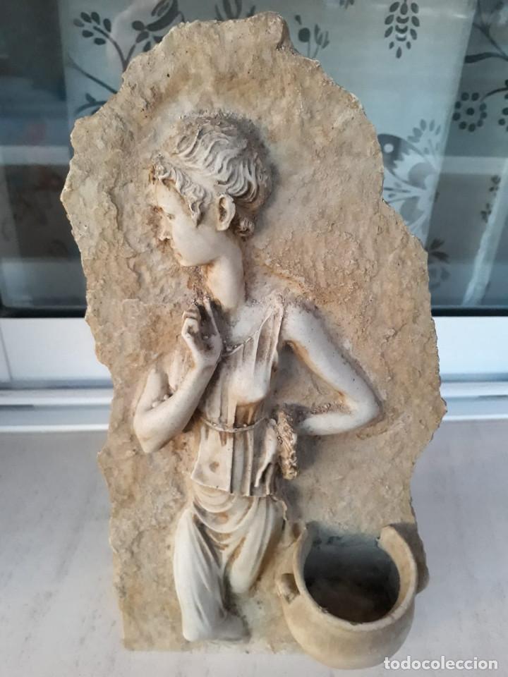 Antigüedades: Espectacular benditera tallada de piedra/mármol con la figura de una posible diosa Artemisa? - Foto 3 - 194194543