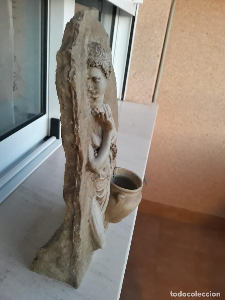 Antigüedades: Espectacular benditera tallada de piedra/mármol con la figura de una posible diosa Artemisa? - Foto 5 - 194194543
