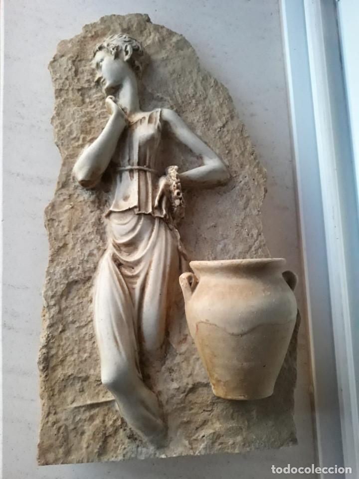 Antigüedades: Espectacular benditera tallada de piedra/mármol con la figura de una posible diosa Artemisa? - Foto 6 - 194194543