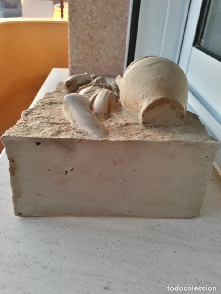 Antigüedades: Espectacular benditera tallada de piedra/mármol con la figura de una posible diosa Artemisa? - Foto 7 - 194194543