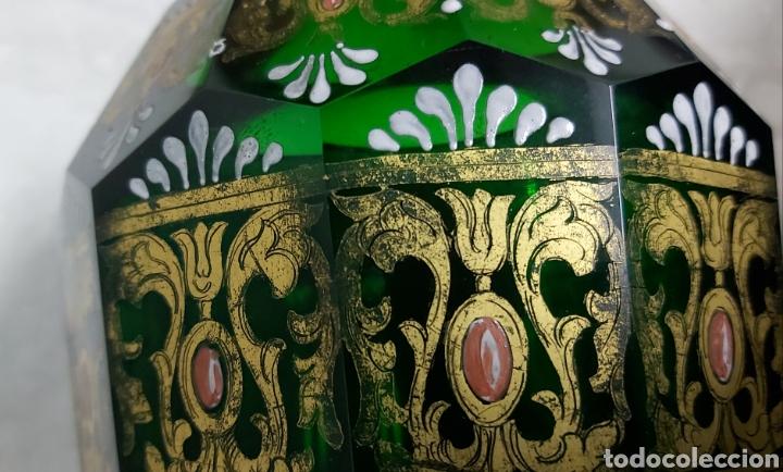 Antigüedades: JARRÓN DE CRISTAL VERDE CON 6 APÓSTOLES SANTOS . DECORACIÓN EN ORO - Foto 11 - 194199290