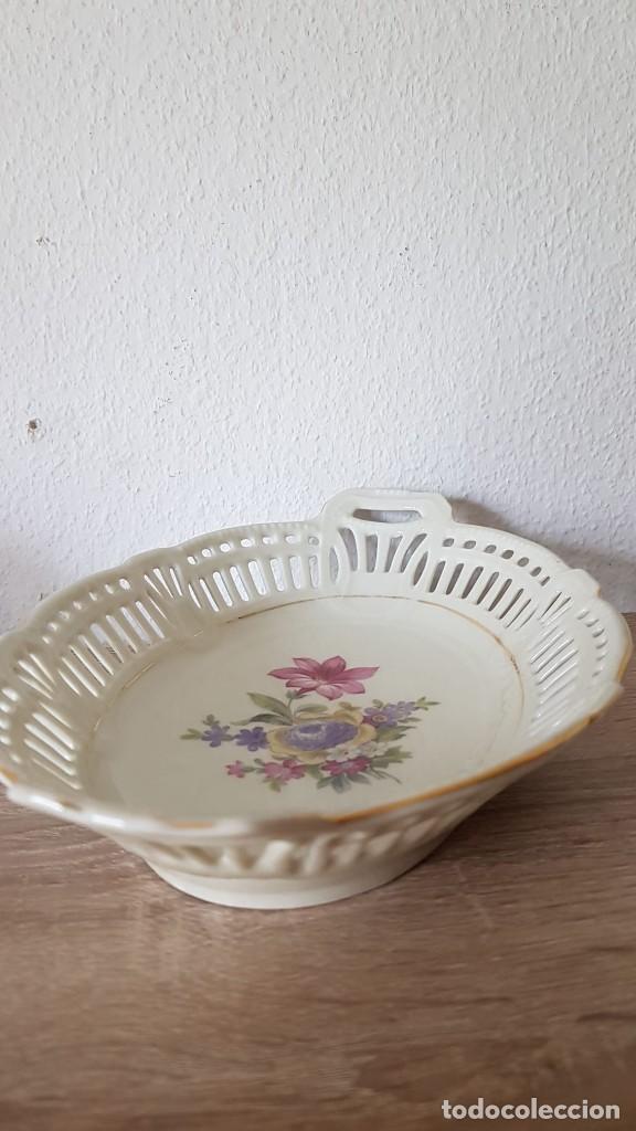 Antigüedades: Antigua fuente en porcelana fina, calada y firmada, Schwarzenhammer, bavaria Germany .U.S zone - Foto 7 - 194204996