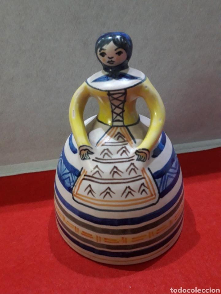 GRAN CAMPANA DE CERÁMICA DEL ALFAR DE LA MENORA, TALAVERA. 21 X 15 CM. (Antigüedades - Porcelanas y Cerámicas - Talavera)