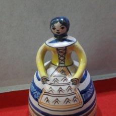 Antigüedades: GRAN CAMPANA DE CERÁMICA DEL ALFAR DE LA MENORA, TALAVERA. 21 X 15 CM.. Lote 194206368