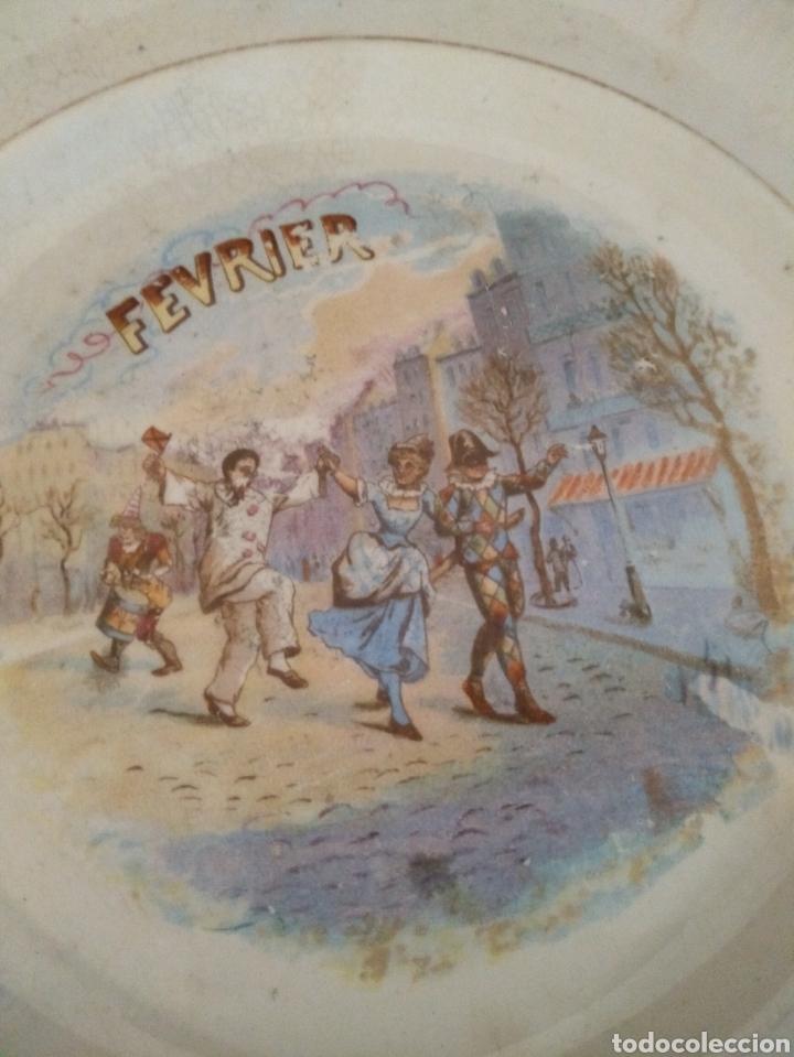 PLATO DEL MES DE FEBRERO DINOISE (Antigüedades - Porcelana y Cerámica - Francesa - Limoges)