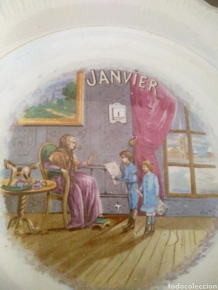 PLATO MES DE ENERO DINOISE (Antigüedades - Porcelana y Cerámica - Francesa - Limoges)