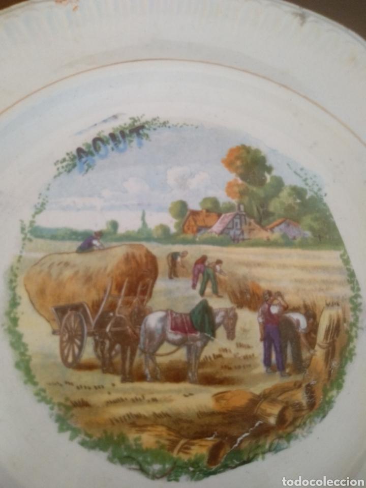 PLATO MES DE AGOSTO DINOISE (Antigüedades - Porcelana y Cerámica - Francesa - Limoges)
