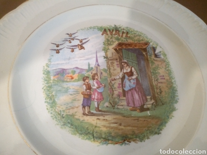 PLATO MES DE ABRIL SELLO DINOISE (Antigüedades - Porcelana y Cerámica - Francesa - Limoges)