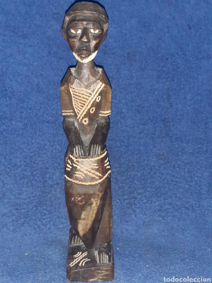 FIGURA ÉTNICA AFRICANA ARTESANAL EN MADERA MACIZA (Antigüedades - Hogar y Decoración - Figuras Antiguas)