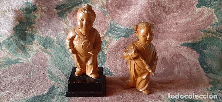 2 MINIATURAS NETSUKE MADERA CON PEANA TAMBIEN MADERA - ARTE ORIENTAL - CHINA - JAPON - MIDEN 10 CM (Antigüedades - Hogar y Decoración - Otros)