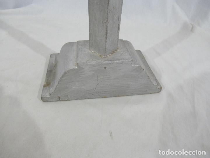Antigüedades: Antigua cruz de madera con peana. Gran tamaño 65 x 48 cm. - Foto 11 - 194220480