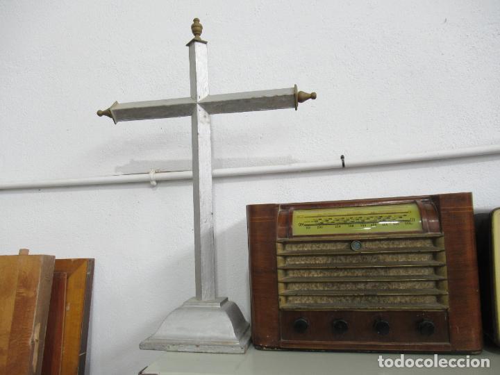 Antigüedades: Antigua cruz de madera con peana. Gran tamaño 65 x 48 cm. - Foto 14 - 194220480