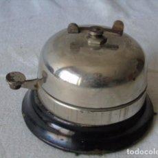 Antigüedades: TIMBRE ANTIGUO DE DESPACHO HOTEL SOBREMESL TIMBRE A CUERDA MECANISMO TIPO RELOJ FUNCIONA. Lote 194227666