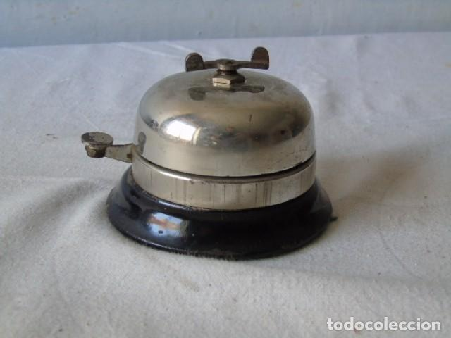 Antigüedades: Timbre Antiguo de Despacho Hotel sobremesl timbre a cuerda mecanismo tipo reloj FUNCIONA - Foto 4 - 194227666
