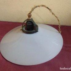 Antigüedades: ANTIGUA LAMPARA TECHO,TULIPA OPALINA BLANCA,DIAMETRO 26.5 CM.. Lote 194229740