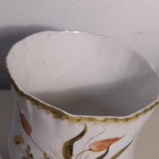 Antigüedades: JARDINERA DE PORCELANA. Lote 194232576