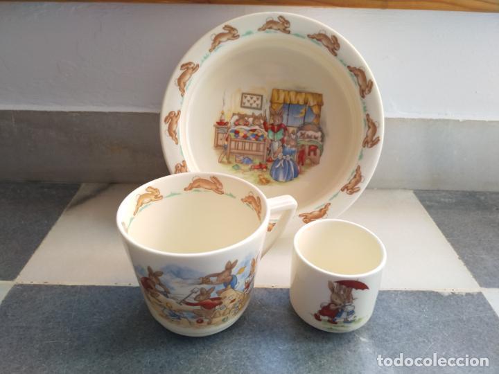 JUEGO DE TRES PIEZAS BEBE PORCELANA INGLESA ROYAL DOULTON BUNNYKINS (Antigüedades - Porcelanas y Cerámicas - Inglesa, Bristol y Otros)