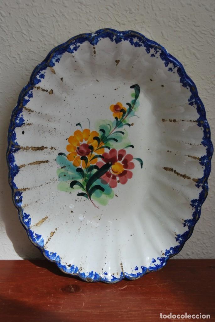 Antigüedades: PRECIOSO PLATO DE CERÁMICA POPULAR PORTUGUESA - FUENTE OVALADA - DECORACIÓN FLORAL - S.XIX - Foto 9 - 194235203