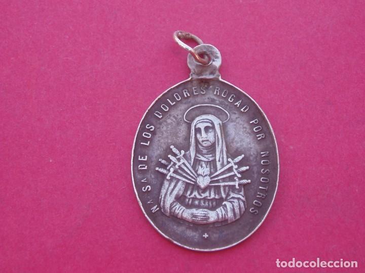 MEDALLA SIGLO XIX EN PLATA VIRGEN DE LOS DOLORES SIETE PUÑALES Y SALVADOR MUNDI. (Antigüedades - Religiosas - Medallas Antiguas)