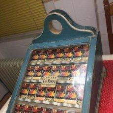 Antigüedades: VITRINA EXPOSITOR DE MOSTRADOR - AÑOS 20/30 - LLENO DE TINTES LA NINFA - CON CAJON TRASERO. Lote 194238783