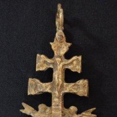 Antigüedades: CRUZ-RELICARIO DE CARAVACA, ELABORADA EN BRONCE. MIDE 11 CM. SGLO XVIII.. Lote 194245537