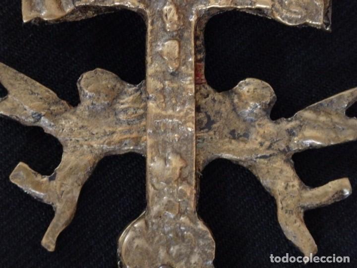 Antigüedades: Cruz-relicario de Caravaca, elaborada en bronce. Mide 11 cm. Sglo XVIII. - Foto 6 - 194245537