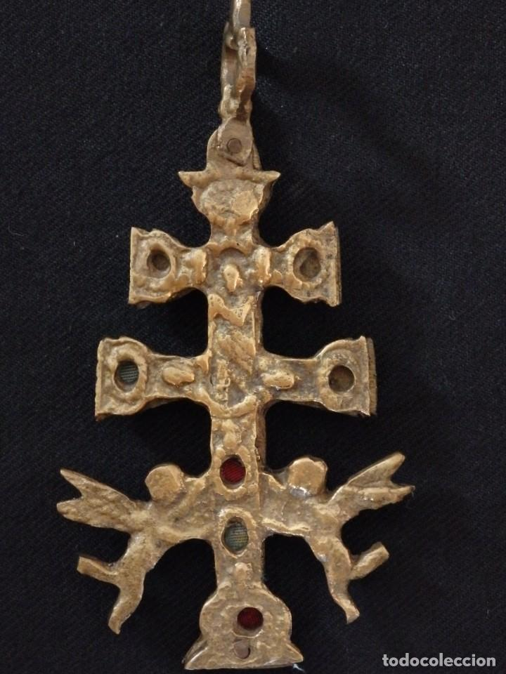 Antigüedades: Cruz-relicario de Caravaca, elaborada en bronce. Mide 11 cm. Sglo XVIII. - Foto 7 - 194245537