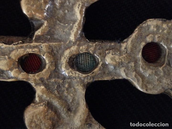 Antigüedades: Cruz-relicario de Caravaca, elaborada en bronce. Mide 11 cm. Sglo XVIII. - Foto 12 - 194245537