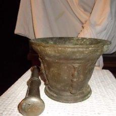 Antigüedades: MUY ANTIGUO ALMIREZ DE BRONCE, 4 COSTILLAS, SIN LIMPIAR, AUTENTICO TOTAL. Lote 194246422