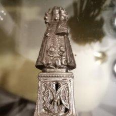 Antigüedades: BONITA FIGURA METALICA DE LA VIRGEN MARIA 10CM ALTURA. Lote 194248252