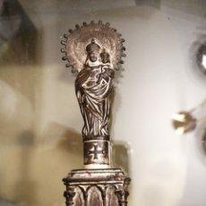 Antigüedades: MUY ANTIGUA FIGURA METALICA DE LA VIRGEN DEL PILAR 11CM DE ALTURA. Lote 194249165