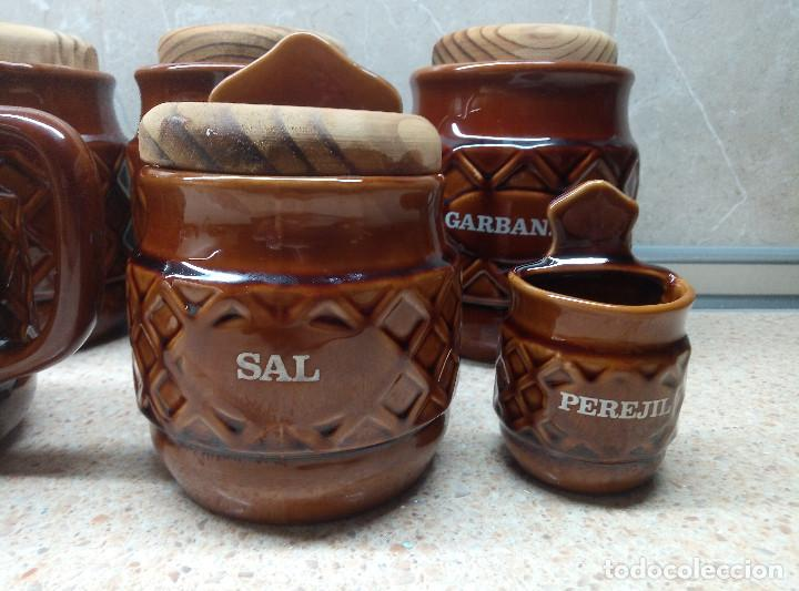 Antigüedades: LOTE TARROS Y JARRAS CERAMICA VIDRIADA MARRON,CARNE, ACEITE, PEREJIL, ALUBIAS, GARBANZ ETC, AÑOS 70. - Foto 3 - 194249446