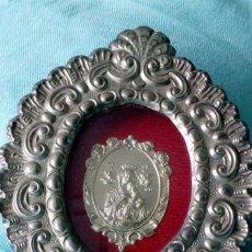 Antigüedades: ICONO PLATEADO CON ´NUESTRA SEÑORA DEL SOCORRO´. Lote 194253122
