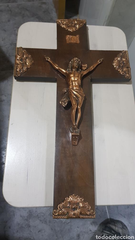 ANTIGÜO CRUCIFIJO DE MADERA Y METAL (Antigüedades - Varios)