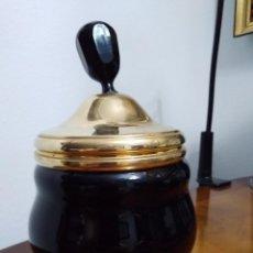 Antigüedades: JARRÓN CON TAPA LACADO. Lote 194256568