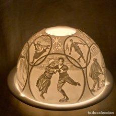 Antigüedades: PORTAVELAS PORCELANA LIMOGES BERNARDAUD LAMPARA CON ESCENAS DEPORTES DE INVERNO CANDELABRO LITOFANIA. Lote 194260798