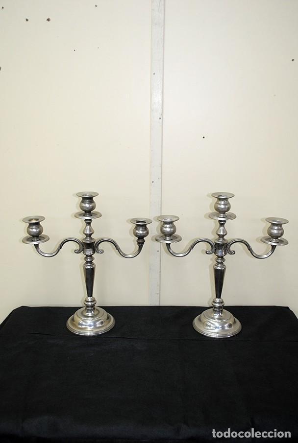 PAREJA DE CANDELABROS ANTIGUOS PLATEADOS (Antigüedades - Iluminación - Candelabros Antiguos)