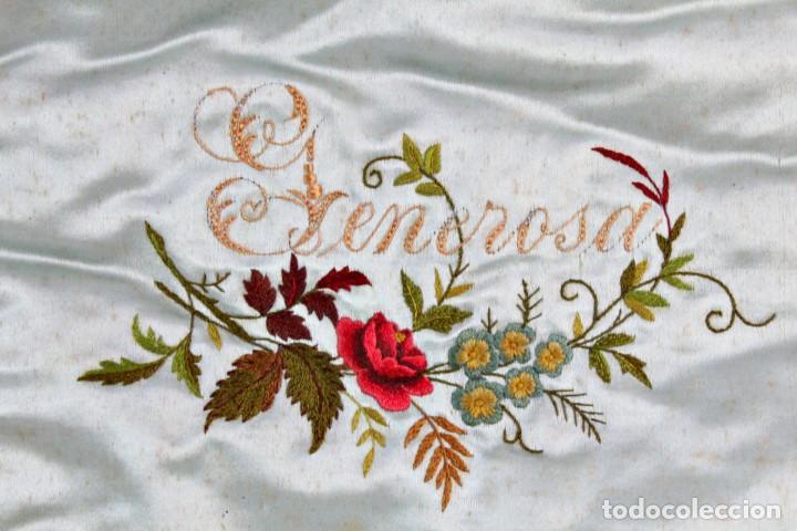 Antigüedades: t4 Preciosa labor isabelina bordada a mano sobre seda s XIX - Foto 4 - 194269867