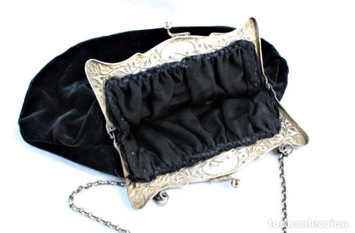 Antigüedades: Bolso de velvet con preciosa boquilla Art Nouveau, baño o laminado de plata. Fines s XIX a pps s XX - Foto 3 - 194270376