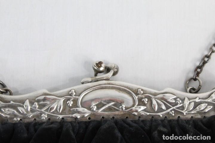 Antigüedades: Bolso de velvet con preciosa boquilla Art Nouveau, baño o laminado de plata. Fines s XIX a pps s XX - Foto 5 - 194270376
