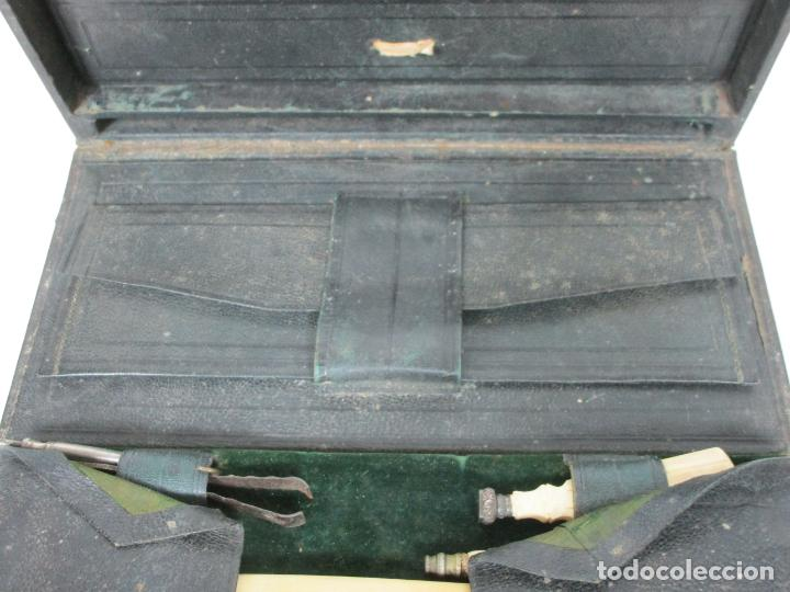 Antigüedades: Neceser de Viaje - Militar - Empuñaduras en Hueso - con Tintero, Navajas Afeitar, etc - S. XIX - Foto 3 - 194281241