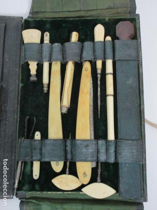 Antigüedades: Neceser de Viaje - Militar - Empuñaduras en Hueso - con Tintero, Navajas Afeitar, etc - S. XIX - Foto 4 - 194281241