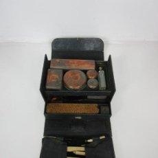 Antigüedades: NECESER DE VIAJE - MILITAR - EMPUÑADURAS EN HUESO - CON TINTERO, NAVAJAS AFEITAR, ETC - S. XIX. Lote 194281241