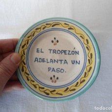 Antigüedades: ANTIGUO PLATO/CENICERO CON REFRAN POPULAR. Lote 194285747