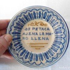 Antigüedades: ANTIGUO PLATO/CENICERO CON REFRAN POPULAR. Lote 194286075
